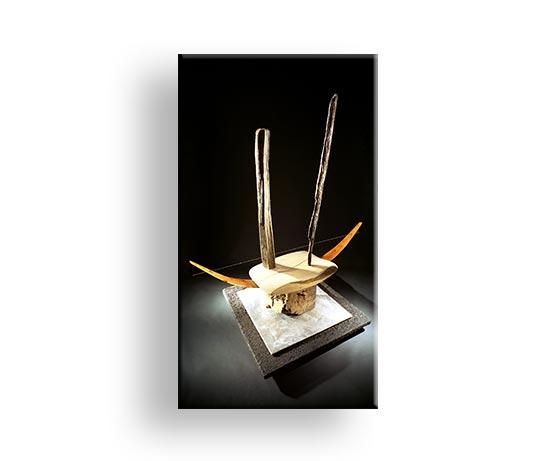 Spannung & Gleichgewicht innerhalb gestalterter Form Holz Metall