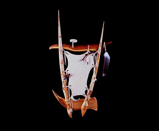 Wandrelief - Zusammenstellung Tieratribute, Holz & Leder