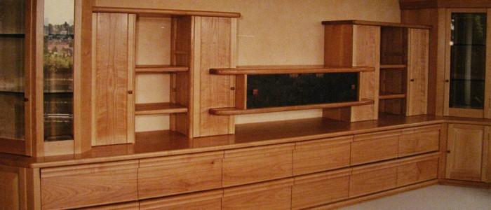 Wohnwand aus Kirschbaum-Massivholz - Handwerklich gefertigt Möbelbau Schreinermeister Charly Walter