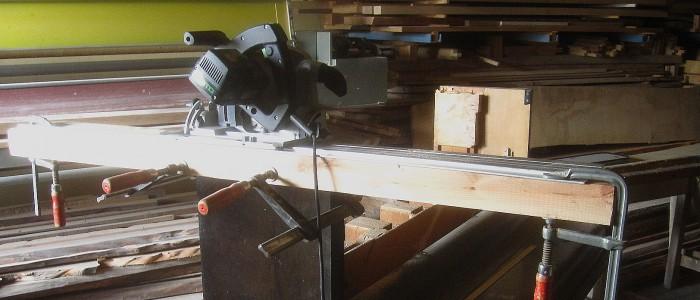Spezialarbeiten mit der Handkreissäge in der Möbelschreinerei Holzwerkstatt Charly Walter Villingen